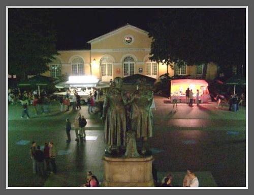 Theaterplatz bei Nacht