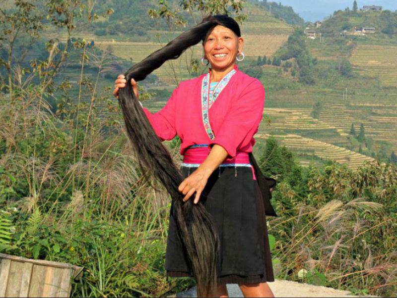 """Nesta aldeia vivem as """"Rapunzels"""" com o cabelo mais longo do mundo e guardam um curioso segredo 09"""