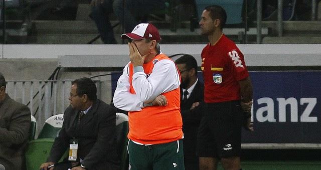 Flu joga mal, desperdiça chances e perde primeira no Brasileiro