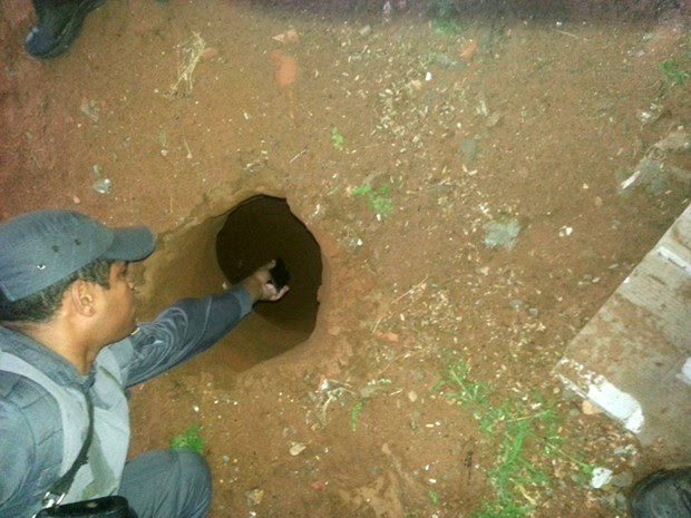 Túnel foi encontrado na madrugada desta terça (14) (Foto: Divulgação/Polícia Militar do RN)