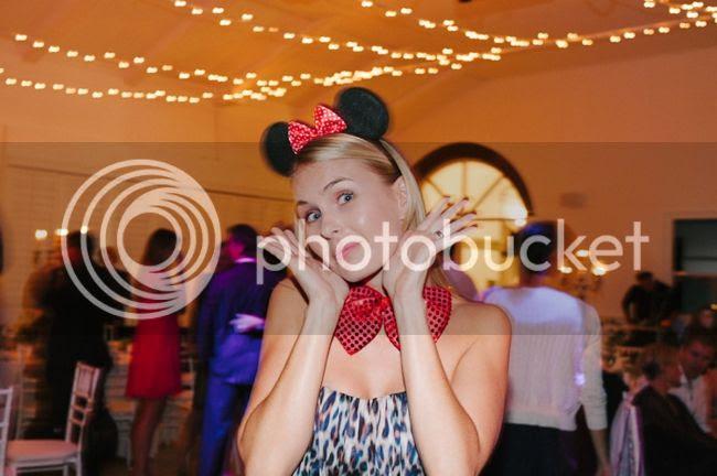 http://i892.photobucket.com/albums/ac125/lovemademedoit/welovepictures/ValDeVie_Wedding_046.jpg?t=1338384406