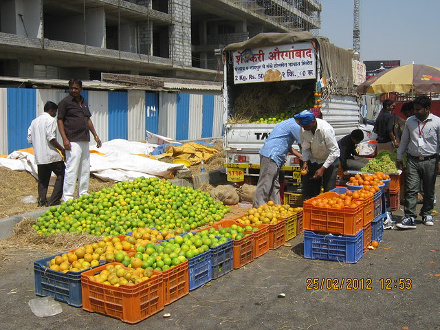 Fresh Fruits from Aurangabad on Rahatani Road - Visit Suhas Mantri Constructions' Mystica 3 BHK Flats behind Shivar Garden Hotel Rahatani Pune 411017
