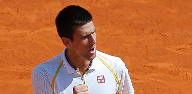 Novak Djokovic comemora ponto durante a partida contra Rafael Nadal na final em Mônaco