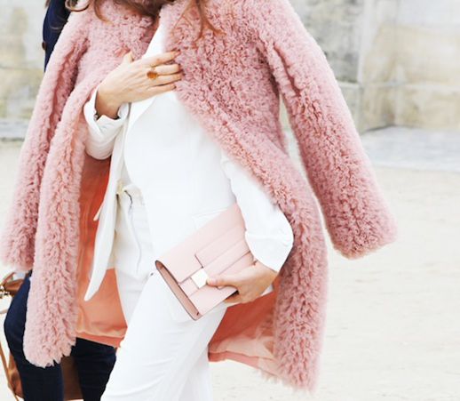 LE FASHION BLOG PINK STYLE TAO STREET STYLE FUZZY CURLY FUR PINK COAT WHITE SUIT LIGHT PINK CLUTCH BAG PARIS FASHION WEEK photo LEFASHIONBLOGPINKSTYLETAOSTREETSTYLE.png