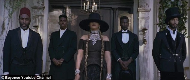 Styling and profiling: She could also be seen just outside the plantation home in an all black look with plenty of jewellery
