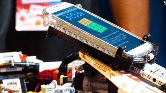 Cubestormer 3 is powered by a Samsung Galaxy S4, which analyzes the cube and tells the robot what to do.