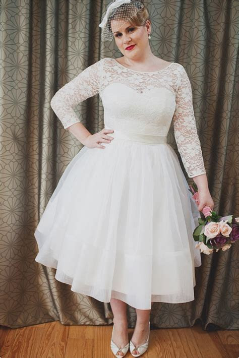 Vintage Wedding Dresses For Girls With Curves: Flaunt It