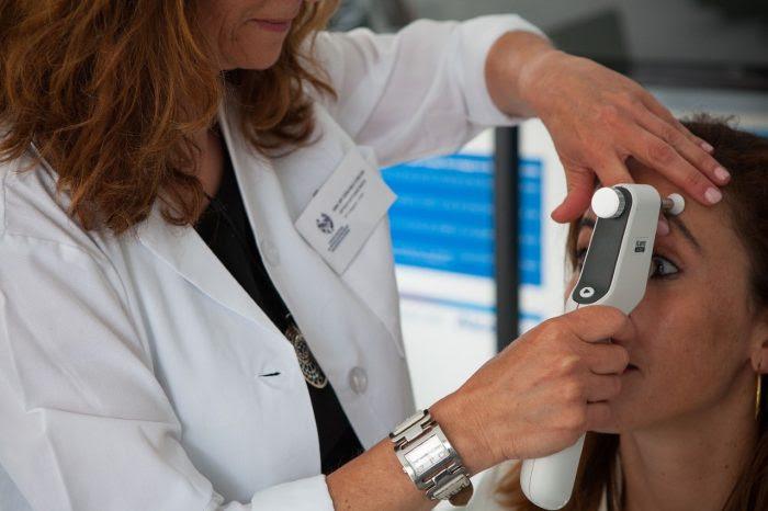Alcon presentala lente intraocular Clareon disponible en inyección precargada y desechable