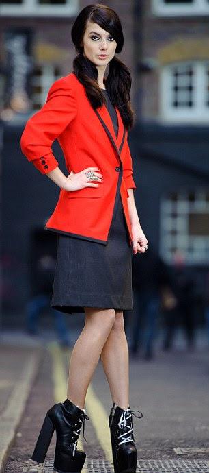 Hannah Clayton segue os passos de estilistas Vivienne Westwood e Jeff Banks, que também desenhou uniformes para Redcoat Butlins