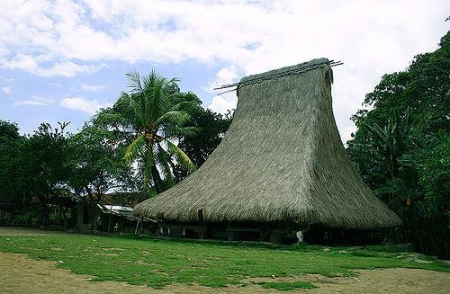 beingindonesian:  Rumah adat Nusa Tenggara Timur, Sao Ata Mosa Lakitana di Desa Jopu, Flores, NTT, Indonesia by -Ni'ma-.