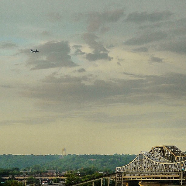 the plane looked huge in person, never saw the airport use that approach before
