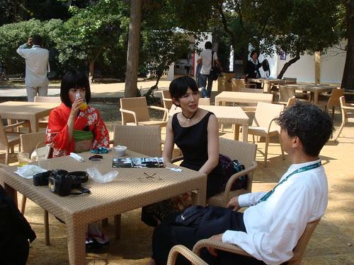Prof. Ando having a conversation with actresses Luchino Fujisaki and Amane Kudo