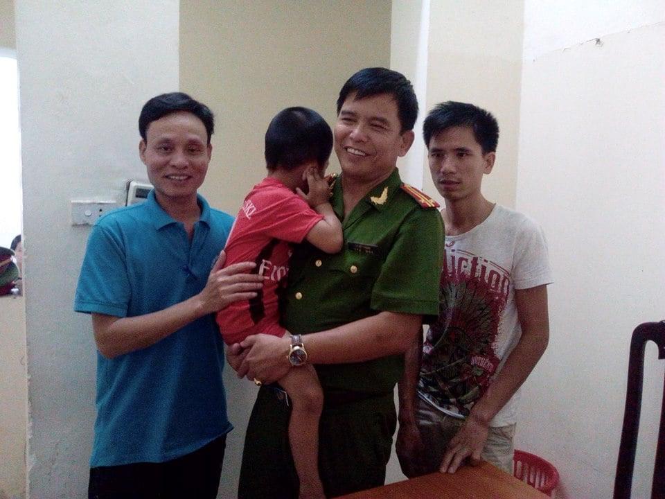 Hình ảnh Hà Nội: Đi khám bệnh, bé trai 5 tuổi ở Lạng Sơn bị lạc giữa phố số 1