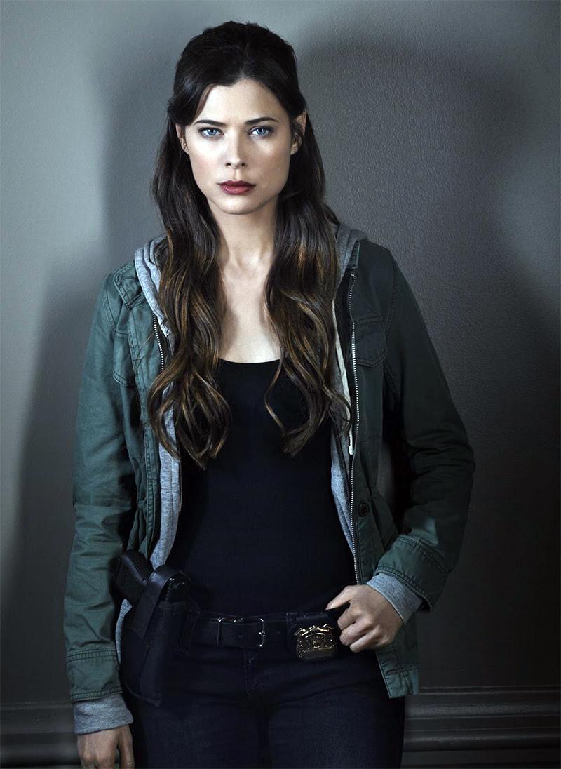 Peyton List formará par com Joseph Morgan na série derivada do filme Medo da Verdade