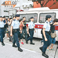 近日警方嚴厲打擊水貨客,不少人於行動中被捕。