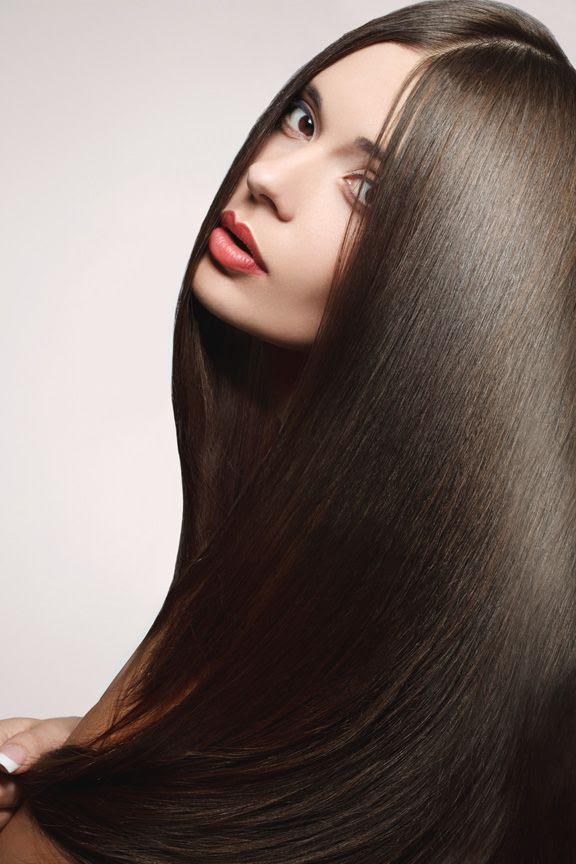 Parlak saçlar için: 3/4 su bardağı 1/2 avokado, mayo.  sonra kremsi kadar harmanlayın.  20 dakika saçta bırakın.  sonra şampuan.