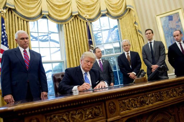 Donald Trump s'est entouré dans son gouvernement de... (PHOTO AFP)