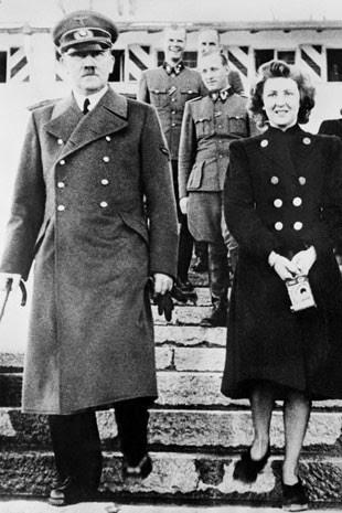Eva Braun com Hitler (Foto: INP/AFP)