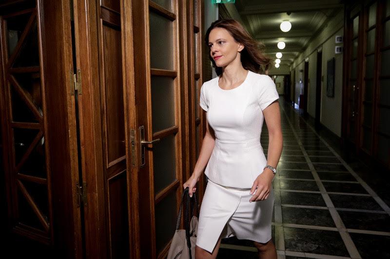 Με άψογο στύλ η υπουργός Εργασίας Εφη Αχτσιόγλου- φωτογραφία eurokinissi