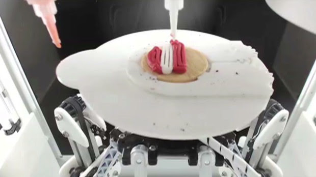 Biting into a 3D printed Oreo