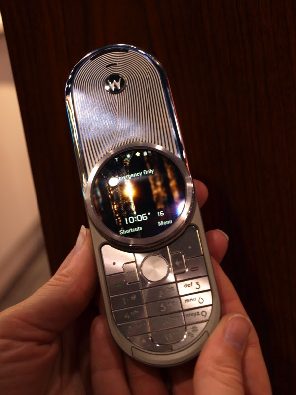 Up close and personal with the Motorola AURA - IntoMobile