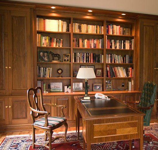 parete libreria in legno noce