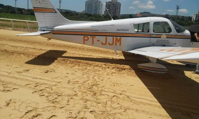 Aeronave de treinamento faz pouso forçado na pista do Jockey Club Carol Strussmann/Jockey Club