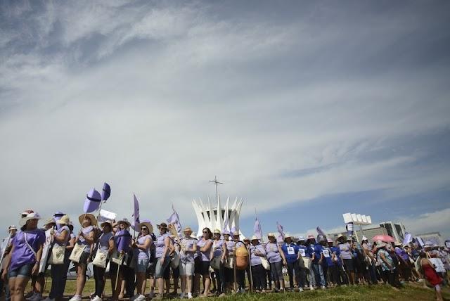 Marcha na Esplanada dos Ministérios encerra o 1º Encontro Nacional do Movimento das Mulheres Camponesas