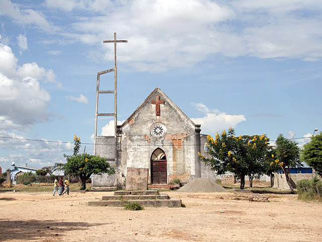 13.369921°S, 16.727903°E Bié, Angola  photo by Rafal Tarnas