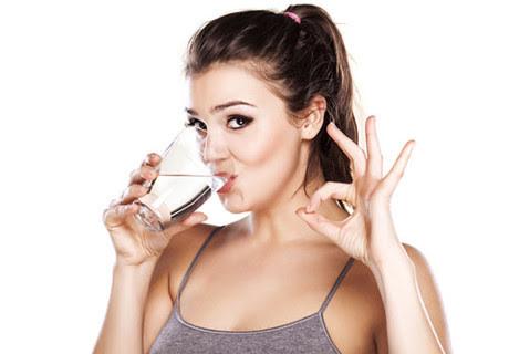 Uống nước vào buổi sáng sau khi thức dậy giúp cho bạn loại bỏ độc tố , và trợ giúp giảm cân hiệu quả nhất