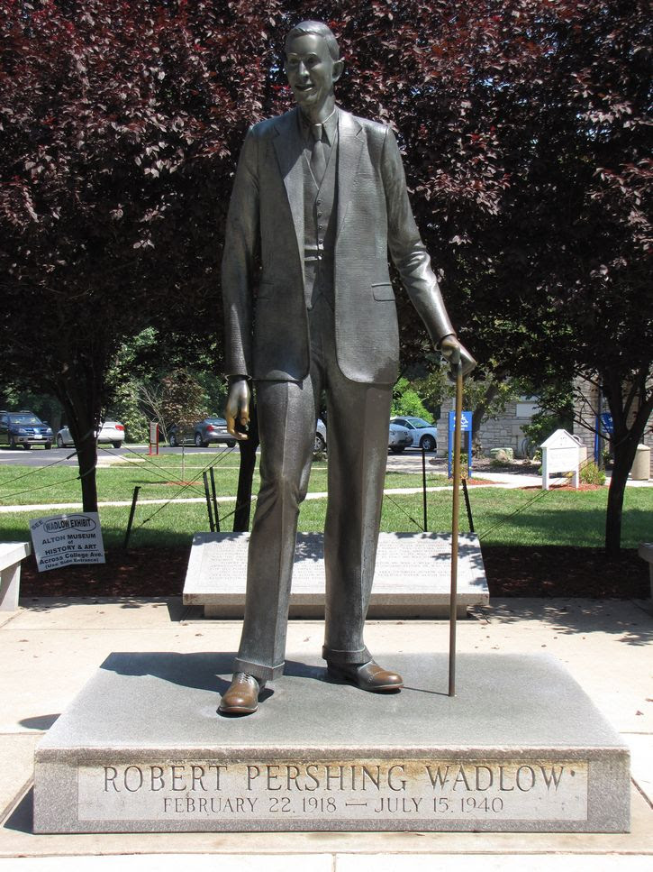 estatua de Robert Wadlow
