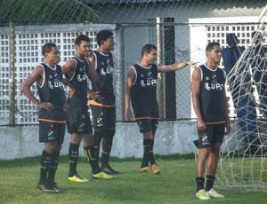 Jogadores do ABC treinam no CT (Foto: Matheus Magalhães/GLOBOESPORTE.COM)