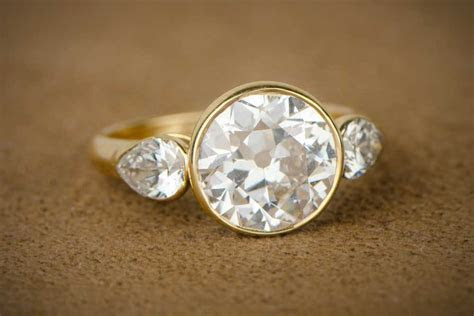 How much does a Vintage Engagement Ring cost?