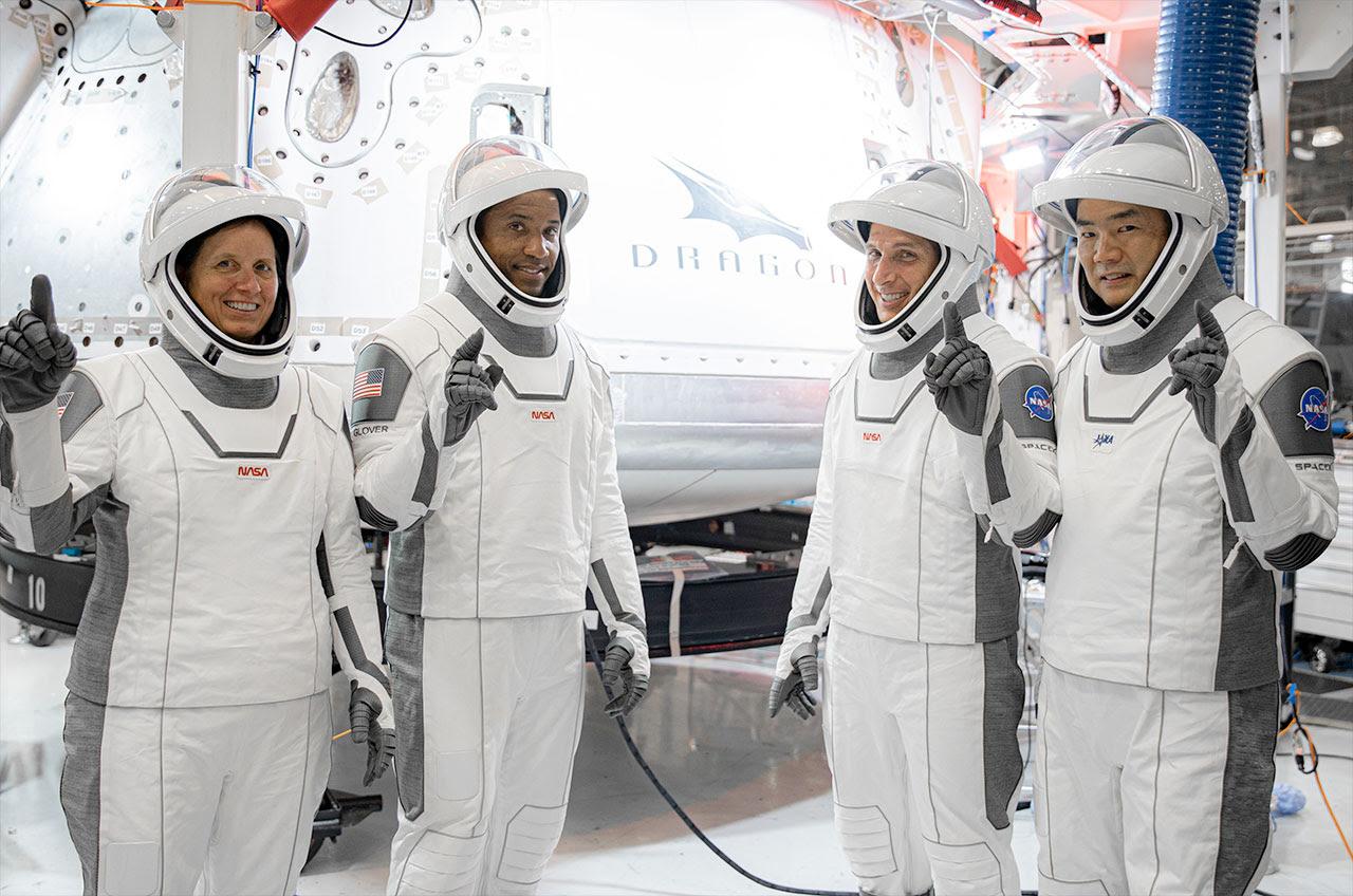 SpaceX Crew-1 astronauts name Dragon capsule 'Resilience' #rwanda #RwOT 唐揚げ