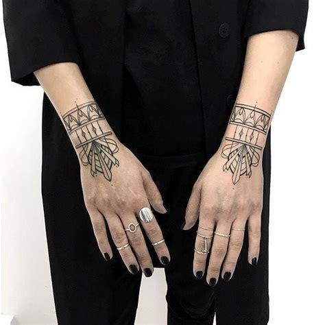 subtle dainty nature tattoos taetowierungen hand