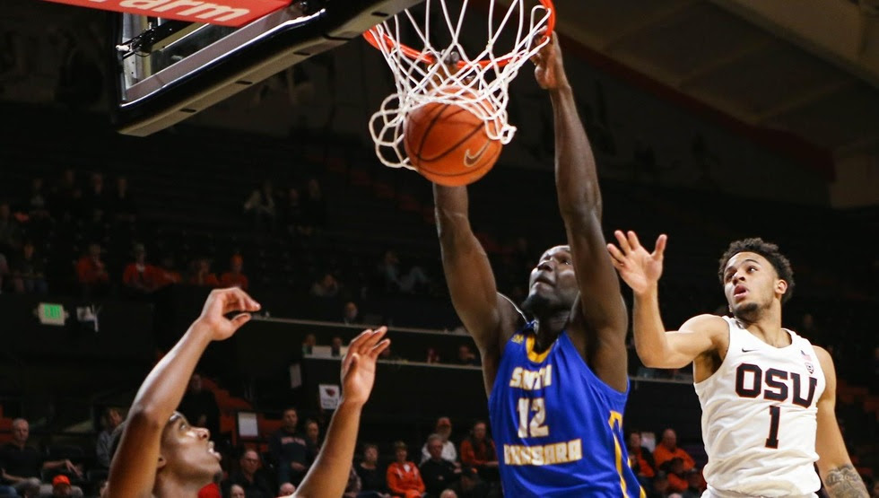 Amadou Sow slams home two of his 14 points in Wednesday night's game at Oregon State. (Photo by Gary Breedlove)
