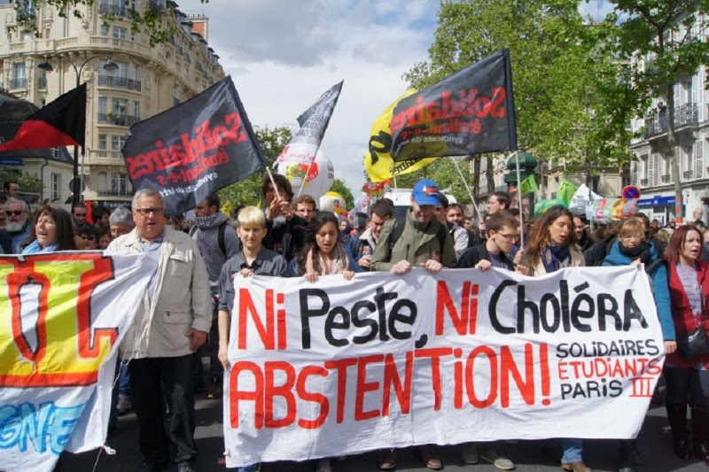 <p>Jóvenes de la sección juvenil del sindicato Solidaires, en la manifestación del 1 de mayo, con una pancarta en la que se lee: