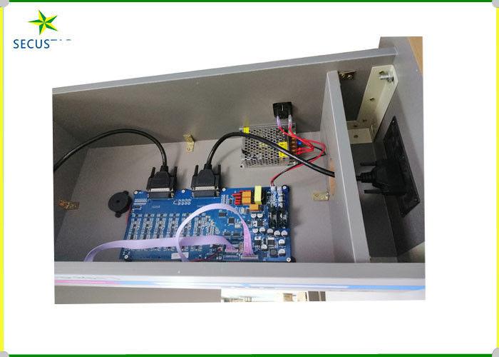 Pistole e metal detector della struttura di porta di ...