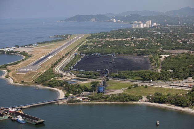 Terminal portuário da companhia carbonífera Prodeco, na cidade caribenha de Santa Marta. Foto: Juan Manuel Barrero/IPS