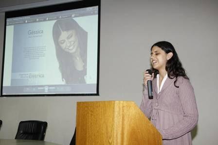 Géssica deu uma palestra para o Instituto de Engenheiros do Paraná (IEP) sobre sua vida