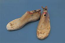 Khuôn giày bằng gỗ