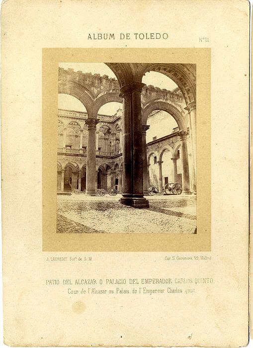 Patio del Alcázar de Toledo hacia 1860. Fotografía de Jean Laurent incluida en un álbum sobre Toledo © Archivo Municipal. Ayuntamiento de Toledo