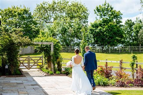 Laura and Kenny's Pretty Pastel Barn Wedding By Daffodil