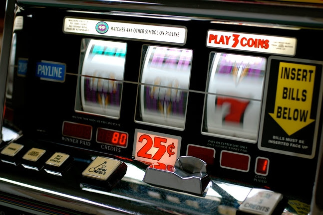 Early slot machines were mechanical devices.They had three metal reels that had ten possible stops each.To calculate the odds of a single symbol appearing on a reel, you just divide the one symbol by the total number of potential outcomes.So if you had one cherry on a reel, your odds of hitting that cherry were 1/10, or 10%.