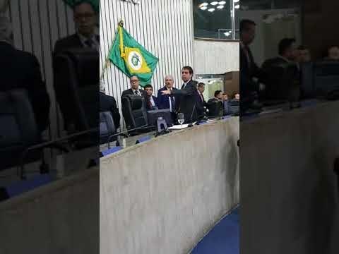 Deputados Osmar Baquit e Leonardo Araújo trocam insultos na Assembleia