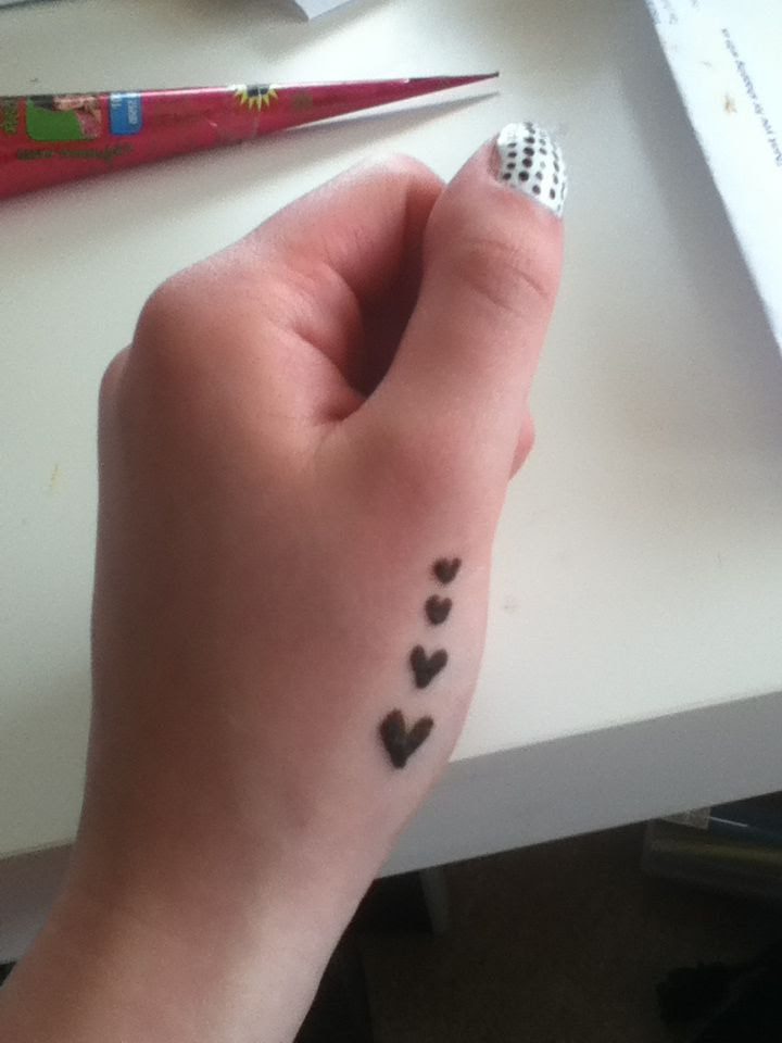 Very simple henna tattoo hearts design