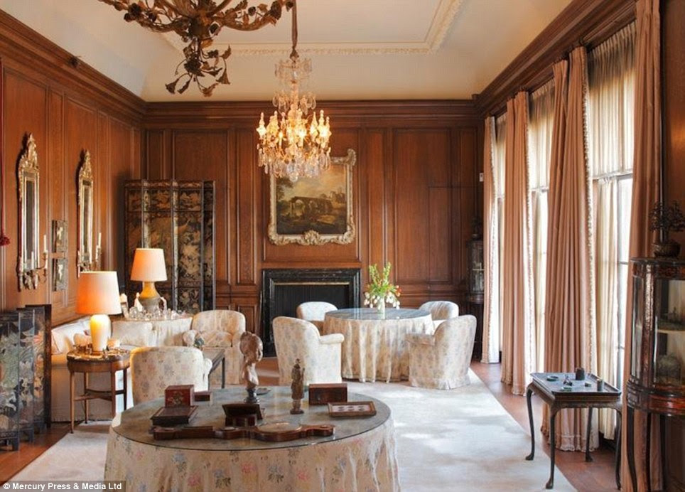 Stately: A fine chandelier adorns this regal room