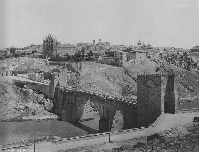 Puente de San Martín y Monasterio de San Juan de los Reyes hacia 1915.Fotografía de Edward Manuel Newman. The Hispanic Society of America