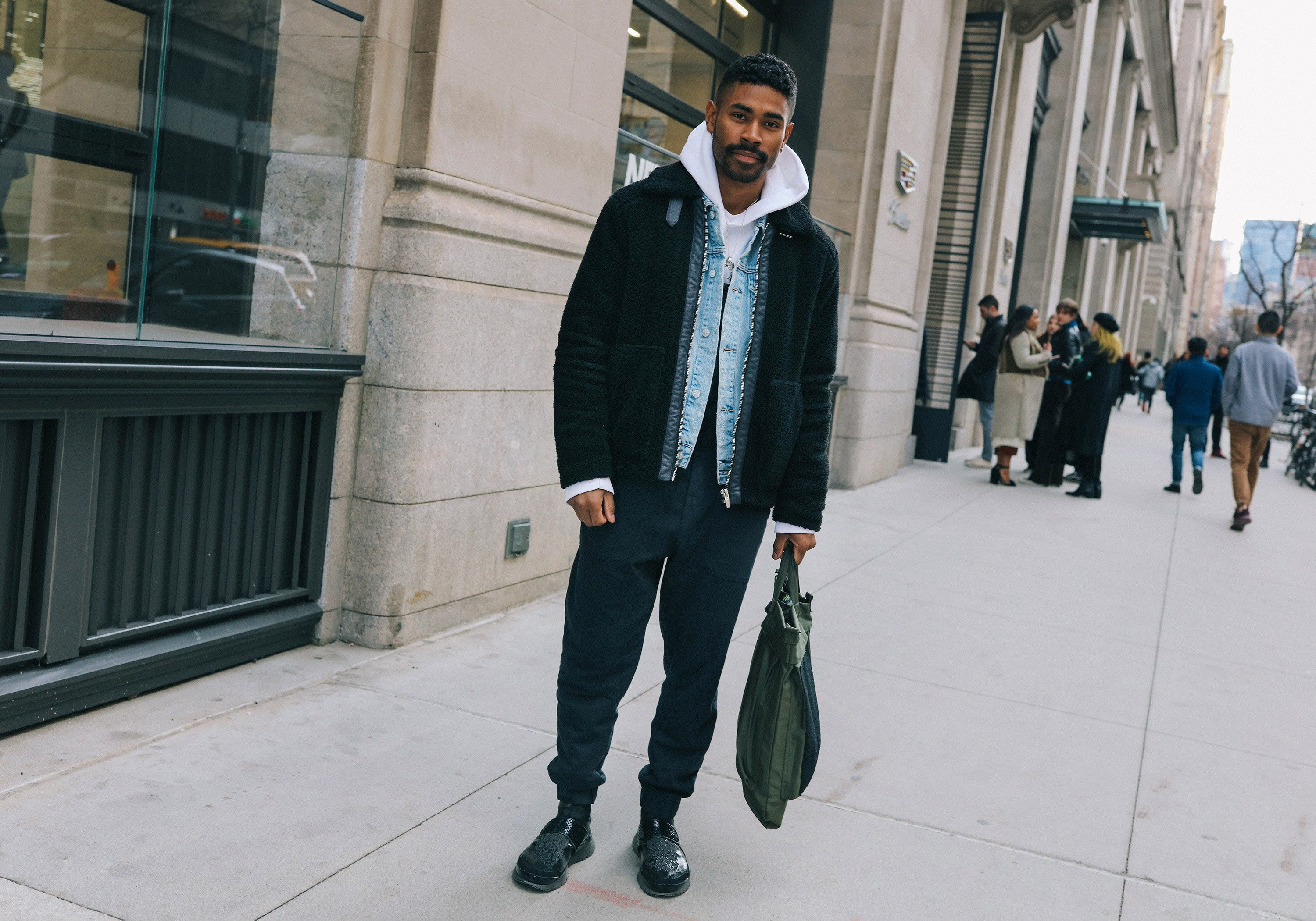 http://assets.vogue.com/photos/58936571f1b0e7f31c92d5f5/master/pass/27-phil-oh-mens-nyfw-day-2-2017.jpg