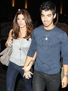 Ashley Greene and Joe Jonas Split | Ashley Greene, Joe Jonas
